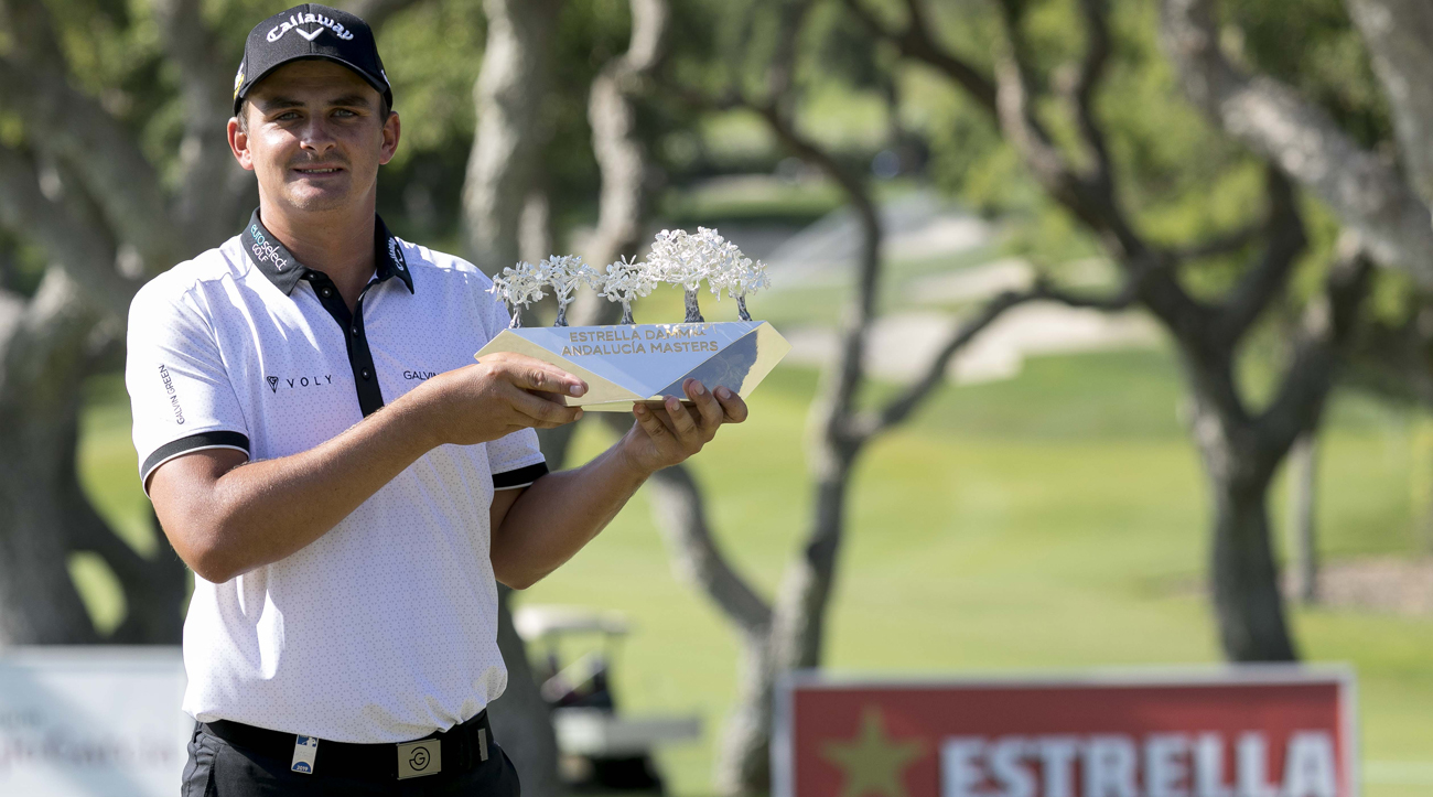Christiaan Bezuindehout, with the Estrella Damm N.A. Andalucía Masters trophy (foto © Bosco Martín)